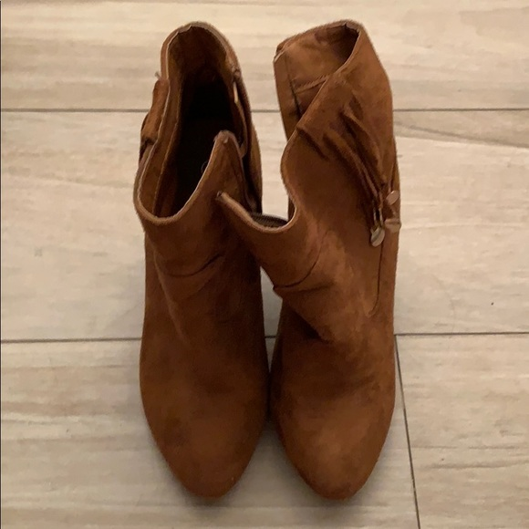 Shoes - Camel booties